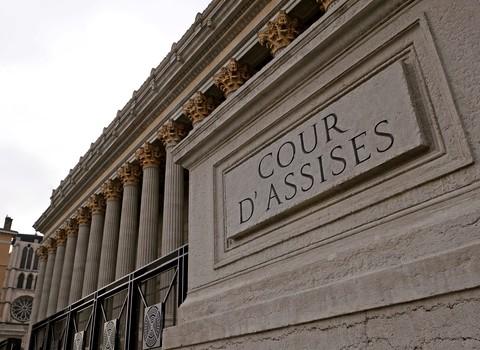 AU PALAIS DE JUSTICE DE LYON PROCES DU TENNISMAN  REGIS DE CAMARET ACCUSE DE VIOL